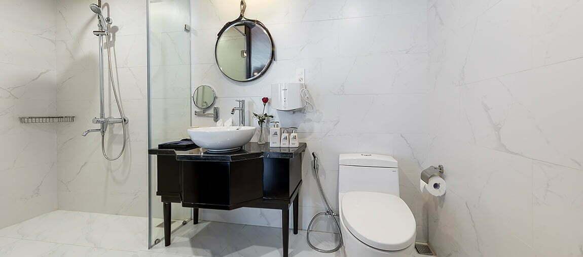 Halong-Serenity-Cruises-Bathroom-4