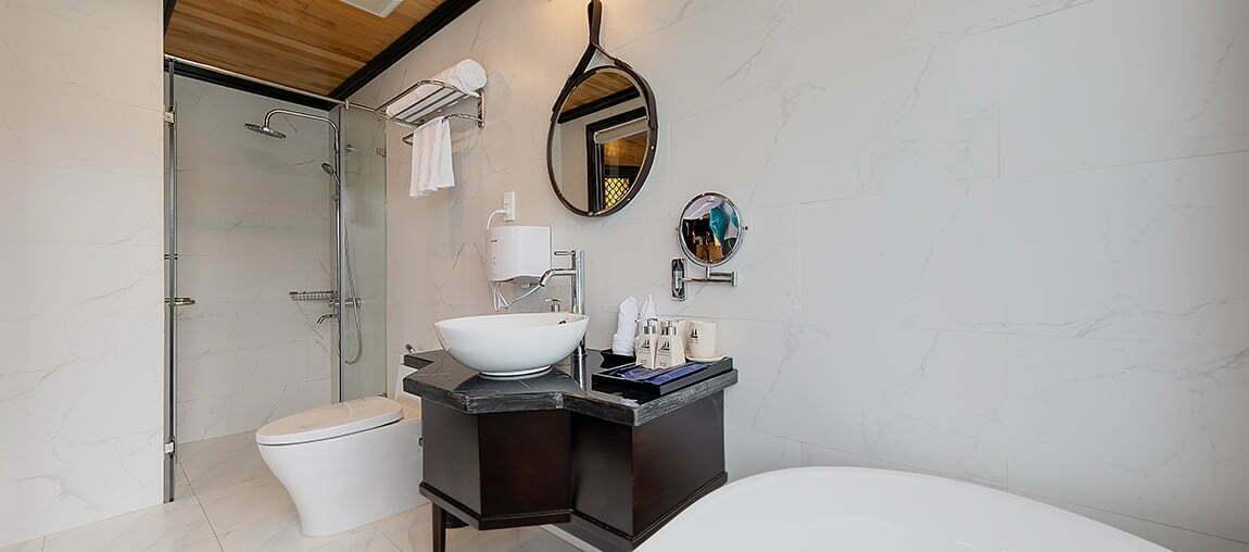 Halong-Serenity-Cruises-Bathroom
