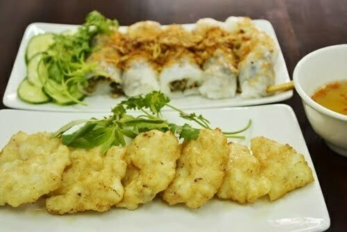 fried squid pies with steamed rice rolls