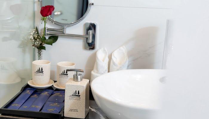 Halong Serenity Cruises Bathroom