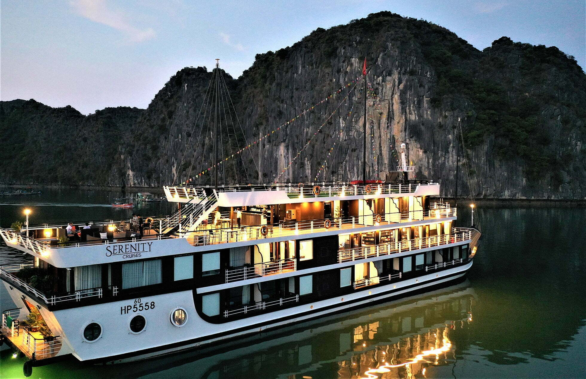 Lan Ha Bay 2 day 1 night | Halong Bay 2 day 1 night Serenity Cruises